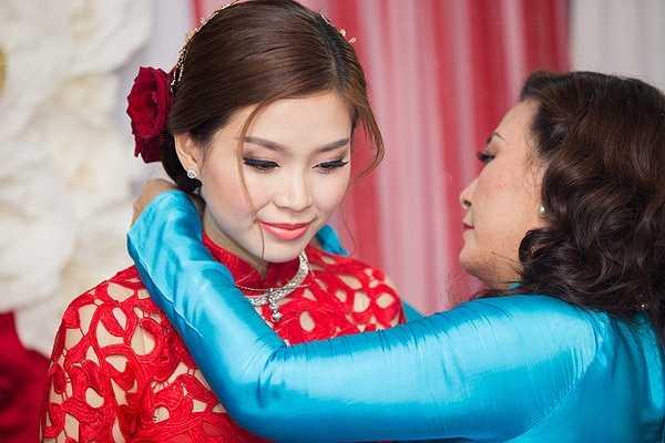 Chiều tối cùng ngày, đám cưới sẽ được diễn ra tại một nhà hàng ở Vĩnh Long.