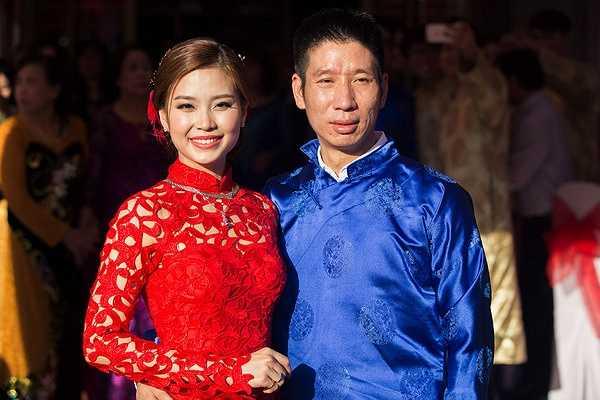 Diễm Trang được ông xã đón bằng siêu xe Benley đến nơi diễn ra hôn lễ.