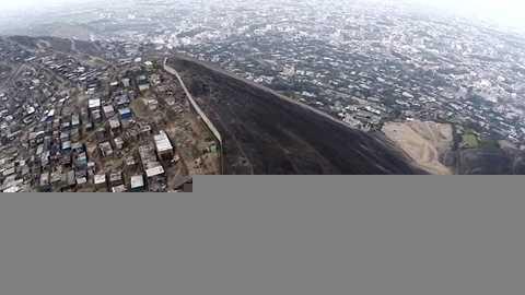 Chính quyền thành phố Lima, Peru đã xây dựng bức tường này