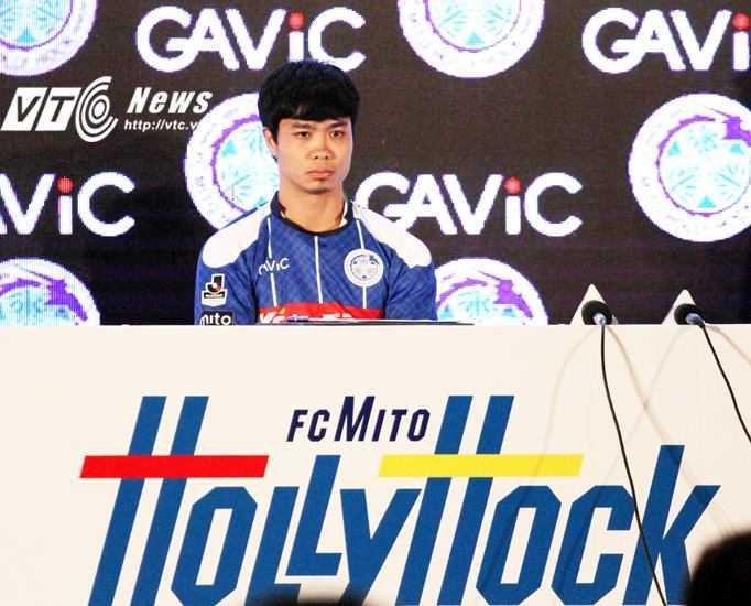 Công Phượng mặc áo số 16 ở Mito Hollyhock