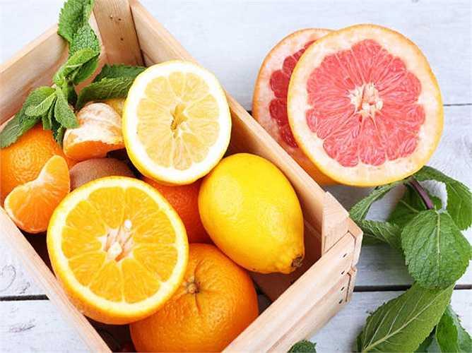 Trái cây giàu vitamin C như cam, quít, nho... giúp tăng cường khả năng miễn dịch của bạn, đặc biệt là các bệnh có thể tấn công bạn trong mùa đông. Chúng rất giàu chât sơ giúp bạn thấy no bụng và giảm cân.