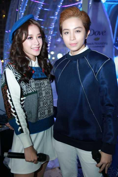 Khi được khán giả hỏi về mối quan hệ giữa mình và Gil Lê, Chi Pu chia sẻ, đến giờ, cô vẫn nhớ như in kỷ niệm ngày mới vào TP HCM lập nghiệp, cô được Gil Lê đãi ăn suốt cả tuần và đều là những món ngon nổi tiếng.