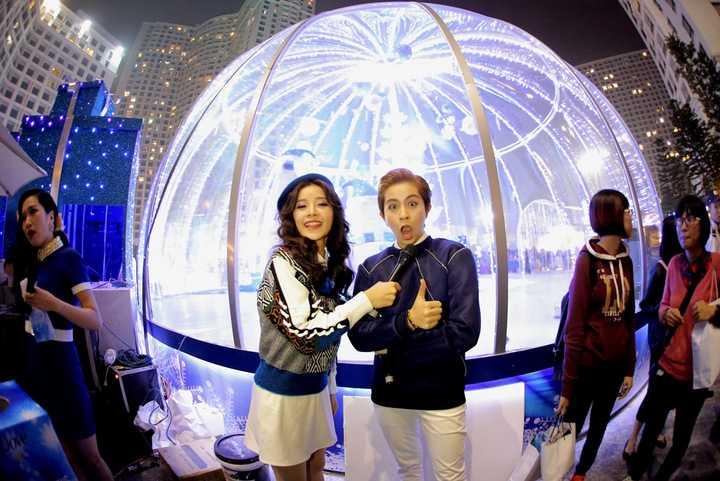 Cả hai cũng luôn dính lấy nhau như hình với bóng trong nhiều sự kiện giải trí. Bên cạnh đó, họ dành thời gian để đi du lịch cùng nhau.