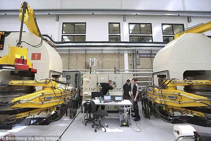 Hình ảnh phòng thí nghiệm sản xuất kim cương nhân tạo ở Didcot, Anh.