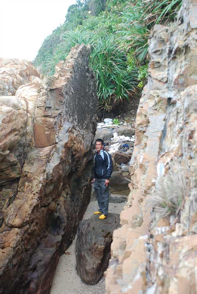 Vách đá nhọn phải leo qua