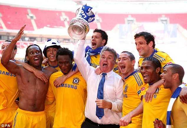 Hiddink từng vô địch FA Cup với Chelsea