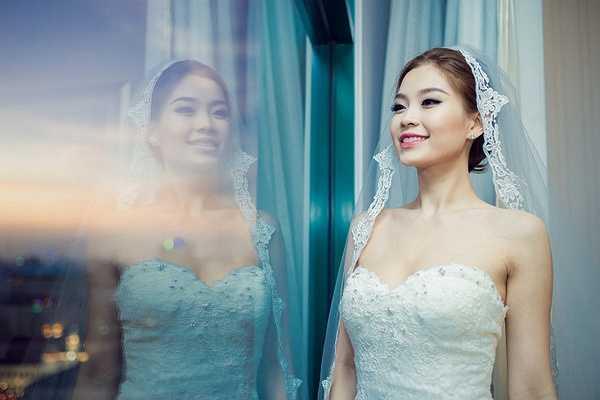 Được biết mẫu váy cưới này có giá hơn 70 triệu đồng là quà của ông xã Xuân Du dành tặng Diễm Trang trong dịp cả hai đi du lịch tại Italy