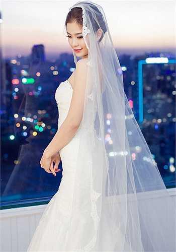 Mẫu váy cuối cùng mà Á hậu diện là được thiết kế riêng bởi Luciola Nguyễn, mẫu váy được làm ra dựa trên tính cách và yêu cầu của Diễm Trang.