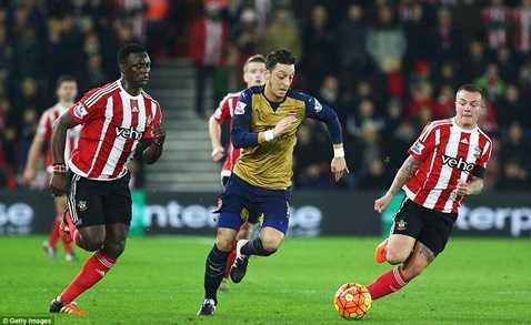 Arsenal thảm bại trước Southampton