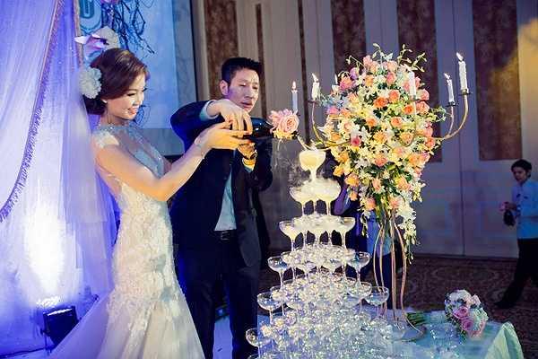 Trong tiệc cưới Diễm Trang đã cùng ông xã khiêu vũ điệu valse trên nền nhạc lãng mạn. Á hậu gốc Vĩnh Long diện váy do NTK Lưu Ngọc Kim Khanh thiết kế riêng, để nhảy thành thục bài cô đã phải cùng ông xã tranh thủ thời gian tập hơn 2 tuần.