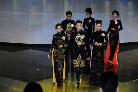 Các thí sinh trong trang phục áo dài