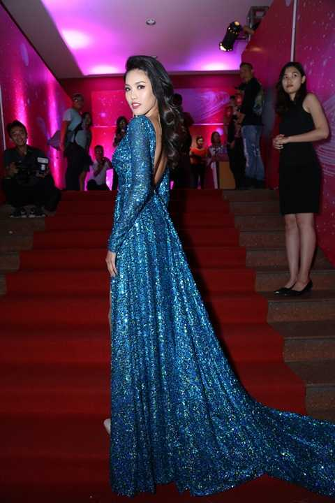 Trở về từ đấu trường sắc đẹp Miss World, Lan Khuê lần đầu được mời dẫn chương trình chung kết Siêu mẫu cùng MC Anh Quân và Phương Mai.