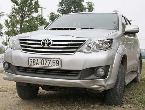 Ôtô 7 chỗ đang được tạm giữ tại Công an huyện Thạch Hà. Ảnh: Đức Hùng