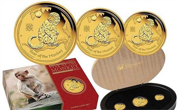 Mỗi đồng xu khỉ làm Niken mạ vàng 24k, mạ bạc in hình con Khỉ của Úc. Với mặt trước là hình ảnh con khỉ trí dũng và cành đào tiên tài lộc đi kèm với dòng chữ Year of the Monkey 2016.