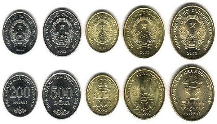 Với những người mê sưu tập tiền thì bộ tiền xu Việt Nam 2003 gồm 5 xu: 200 đồng, 500 đồng, 1000 đồng, 2000 đồng và 5000 đồng có giá rất rẻ. Trọn bộ được rao bán 40.000 đồng, thích hợp để sưu tầm, làm quà tặng, đồ lưu niệm cho khách nước ngoài.