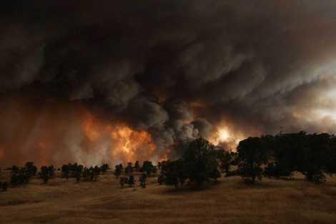 Hình ảnh vụ cháy rừng kinh hoàng ở California được phóng viên của TIME ghi lại