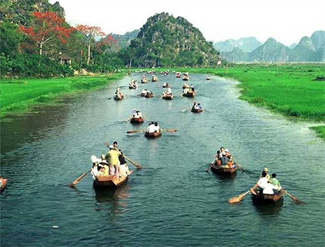 Lịch trình Hà Nội - Chùa Hương đi trong ngày có giá từ 500.000 - 550.000 đồng/người.