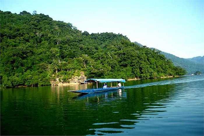 Hành trình Hà Nội - Hồ Ba Bể - Thác Bản Giốc (Cao Bằng) trong 3 ngày 2 đêm có giá từ 2 triệu đồng/người. Theo các công ty lữ hành, hầu hết các tour lịch trình dài như 5 ngày 4 đêm đều chậm khách hơn do thời gian dài.