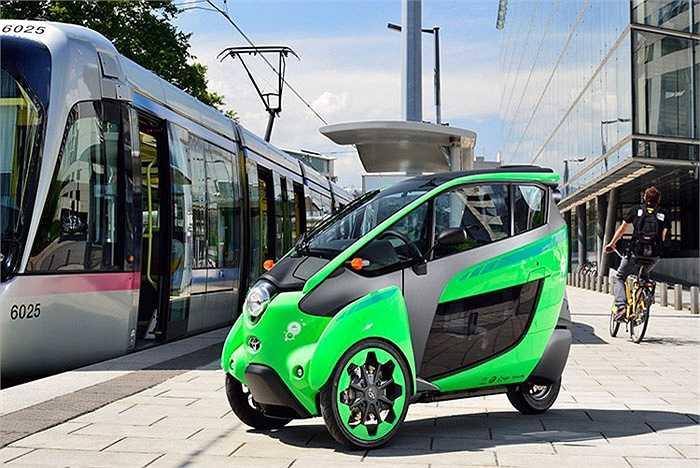 Là một chiếc xe ba bánh có khả năng tự nghiêng khi vào cua, cùng khả năng đi được 50 km mỗi lần sạc và đạt vận tốc khoảng 30 km/h. Toyota i-Road EV hứa hẹn có thể chiếm lĩnh được thị phần của những chiếc xe tay ga cỡ lớn.