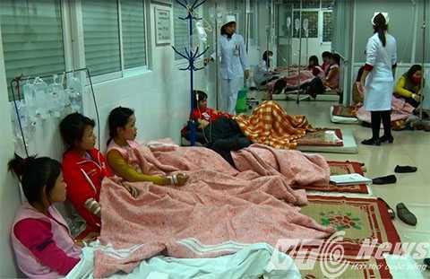 Hàng trăm công nhân bị ngộ độc sau bữa cơm trưa ngày 28/12 - Ảnh MK