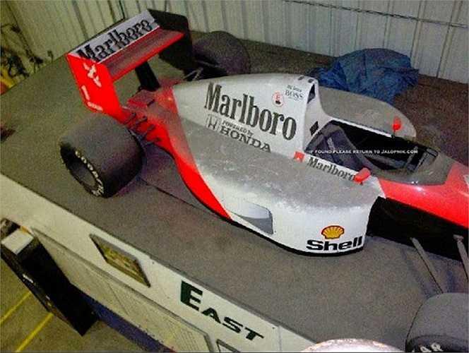 Ngay cả chiếc xe đua F1 McLaren-Honda từng được điều khiển bởi tay đua huyền thoại Ayrton Senna cũng bị lãng quên.