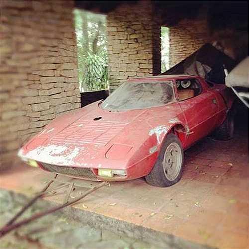 Siêu xe đua rally Lancia Stratos bị 'bỏ xó' trong gara cũ. Vừa qua, một chiếc Lancia Stratos trong tình trạng hoàn hảo vừa được bán với giá 500,000 USD.