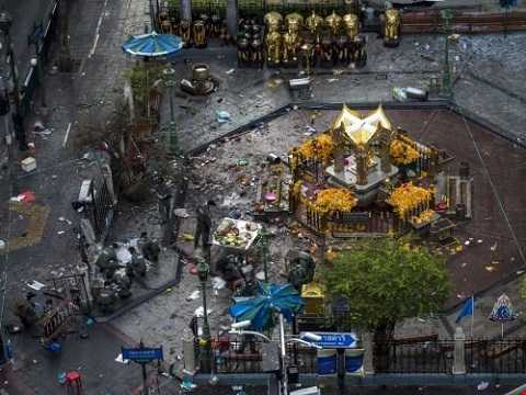 Vụ đánh bom xảy ra vào ngày 17/8, bên ngoài đền Erawan tại ngã tư Ratchaprasong, Pathum Wan, Bangkok, Thái Lan khiến ít nhất 20 người thiệt mạng và 125 người khác bị thương