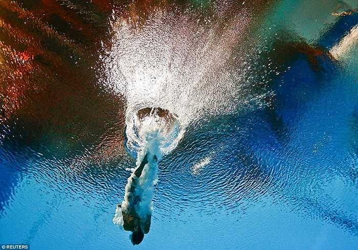 Tania Cagnotto kết thúc bài thi nhảy cầu 3m ở giải vô địch bơi lội thế giới tại Kazan