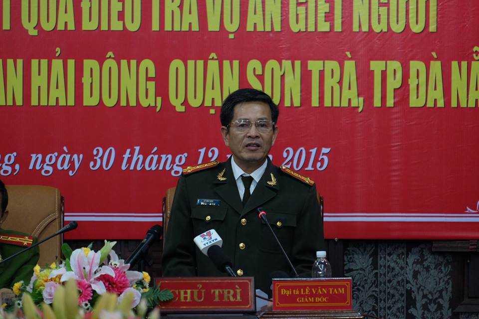 Đại tá Lê Văn Tam chủ trì buổi họp báo