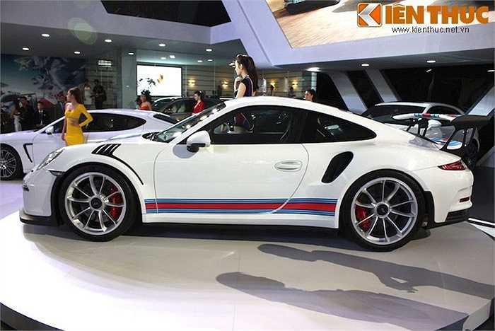 Triển lãm xe nhập khẩu VIMS lần đầu tiên được diễn ra tại Hà Nội đã có sự góp mặt của Porsche 911 GT3 RS - siêu xe thể thao thứ nhì hiện nay của Porsche, sau chiếc 918 Spyder.