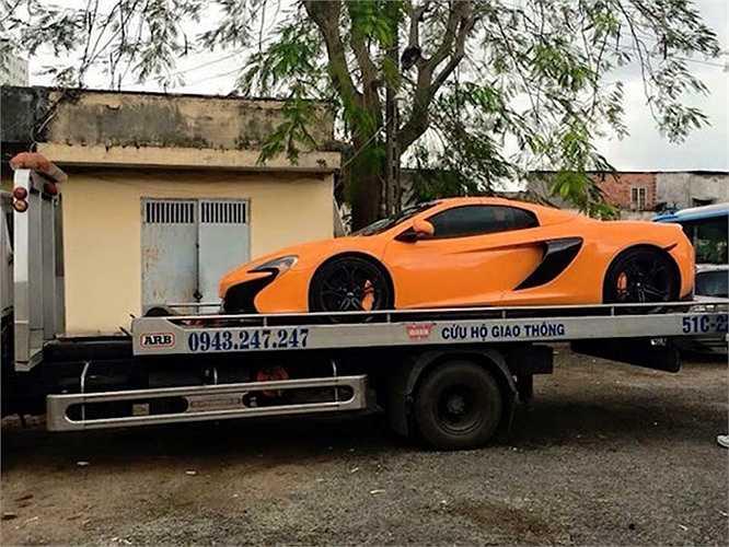 Vừa cuối năm qua, cộng đồng yêu xe Việt lại 'dậy sóng' khi chiếc McLaren 650S Spyder được một thành viên CLB siêu xe Vietnam Team đưa về. Đây là chiếc McLaren đầu tiên được chính thức nhập về Việt Nam.