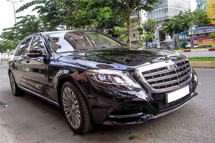 Chuyển sang các mẫu xe siêu sang, không ngạc nhiên khi khẳng định rằng Mercedes S500 Maybach là mẫu xe thành công nhất trong năm qua. Không chỉ được ưa chuộng bởi các đại gia Việt, mẫu xe này còn được một khách sạn 5 sao đặt mua để chở khách VIP.