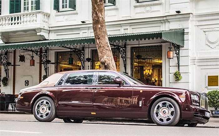 Mẫu xe đắt nhất được nhập về Việt Nam trong năm qua có lẽ là Rolls-Royce Phantom phiên bản đặc biệt Mặt trời phương Đông, với giá được nhiều người am hiểu về xe đánh giá rằng có thể lên tới 51 tỷ đồng.