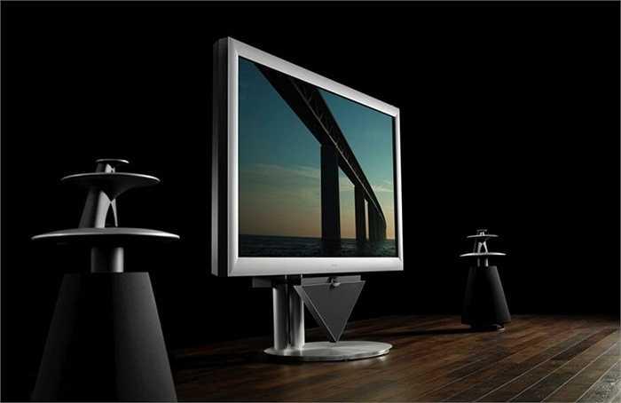 8. Beovision 4-103 TV by Bang & Olufsen: 135 000 USD. Beovision 4-103 TV được sản xuất bởi nhà sản xuất Đan Mạch Bang & Olufsen. Chiếc Tv 103 inch này đã làm được những điều vô cùng tuyệt vời. Khi khởi động, nó như sống dậy, bộ loa 10 kích thước 10 inch mở ra từ dưới màn hình TV đưa đến nhiều tiện ích và lựa chọn cho người dùng.