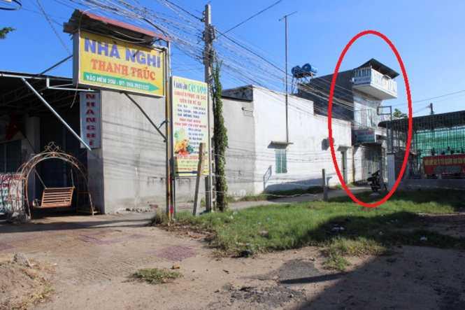 Hiện trường nhà nghỉ Thanh Trúc (khoanh tròn), nơi xảy ra vụ việc tối 26-12 - Ảnh: Minh Trân