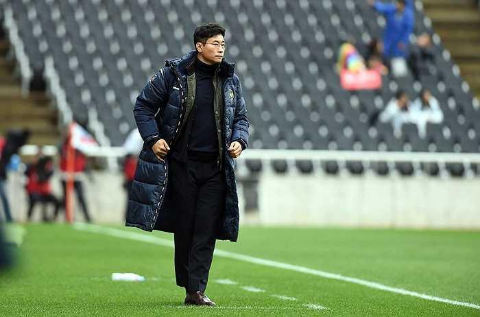 Ông bắt đầu sự nghiệp HLV từ năm 2005 trong vai trò trợ lý ở CLB Seongnam Ilhwa Chunma.