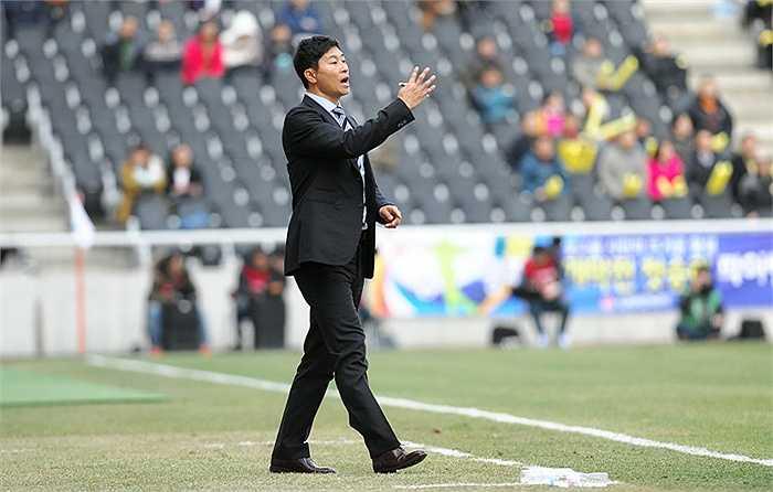 Năm 2014, ông là trợ lý cho HLV Kim Sangho ở ĐT U19 Hàn Quốc dự vòng chung kết U19 châu Á và phát hiện ra Lương Xuân Trường ở U19 Việt Nam.