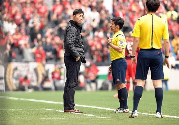 Ngay trong mùa giải đầu tiên ngồi ghế nóng, ông giúp Incheon United có được vị trí thứ 8 trên BXH K-League Classic và ngôi Á quân Cup quốc gia.