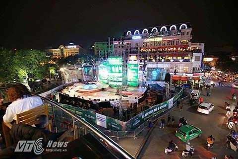 Hầu hết những địa điểm tổ chức Lễ hội này đều nằm rải rác quanh khu vực bờ Hồ như khu vực tượng đài Lý Thái Tổ, Quảng trường CMT8, Quảng trường Đông Kinh Nghĩa Thục.