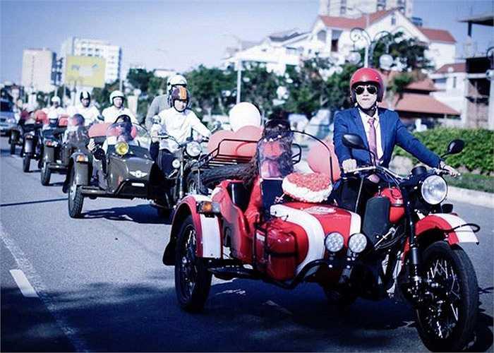 Được biết đám rước dâu độc đáo tại Đà Nẵng này đã được chú rể là một người đam mê dòng xe 3 bánh sidecar Ural của Liên Xô