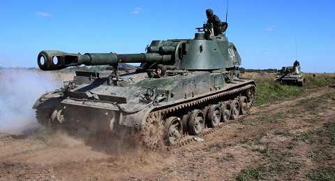 Binh lính Nga tập trận với pháo tự hành