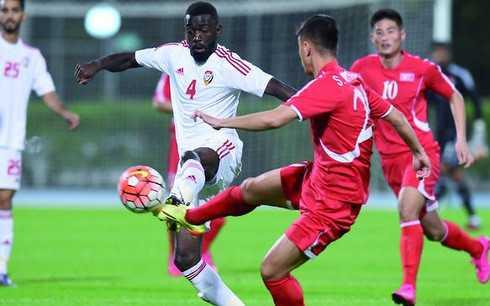 U23 UAE (áo trắng) thể hiện sức mạnh trước U23 Triều Tiên