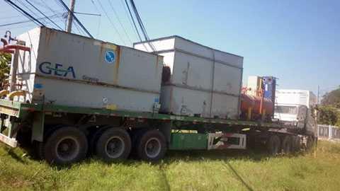 Chiếc xe thải khí lạ đang được tạm giữ tại công an TX Bình Minh