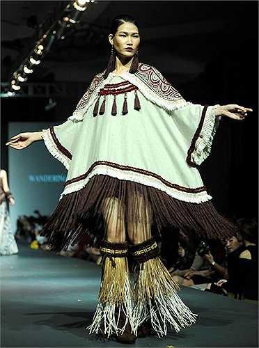 Bộ trang phục vô cùng ấn tượng trên sân khấu