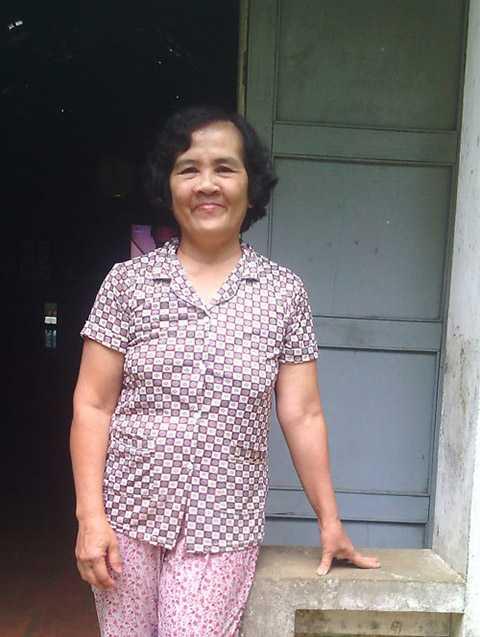 Bà Trương Thị Thi chia sẻ về những ngôi mộ cổ.