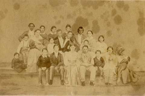 Đại gia đình gồm 25 thành viên của cặp song sinh