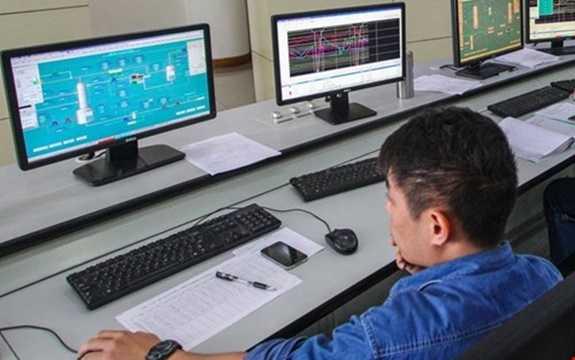 Quản trị mạng và hệ thống máy tính: Độ chênh lệch giữa số lượng đăng tuyển hàng tháng và số lượng nhân sự được tuyển: 51.068. Tăng trưởng (từ 2010 – 2015): 36.640. Thu nhập trung bình theo giờ: 36,44 USD.