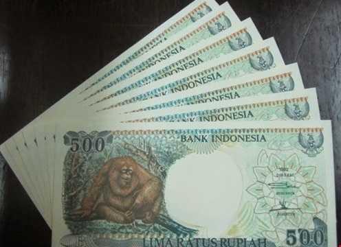 Tờ tiền 500 rupiah Indonesia có in hình con khỉ mừng tết 2016 được rao bán trên mạng với giá 25.000 đồng/tờ.