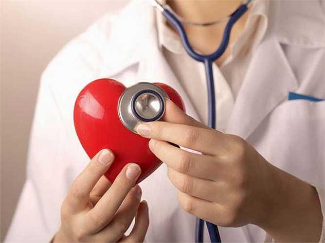 Tốt cho tim: Các chất chống oxy hóa trong hành lá giúp ngăn ngừa những tổn thương của DNA, do đó ức chế sự hoạt động của các gốc tự do. Vitamin C giúp giảm mức huyết áp trong cơ thể, giảm nguy cơ bệnh tim mạch. Hàm lượng lưu huỳnh trong nó làm giảm nguy cơ bệnh tim mạch vành.