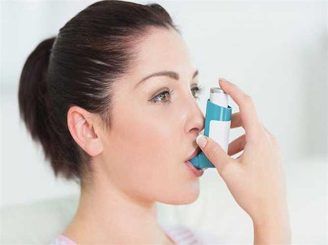 Hỗ trợ hô hấp: Hành lá là một trong những thành phần thường được sử dụng để điều trị cảm lạnh và cúm. Nó kích thích hoạt động của hệ thống hô hấp và hỗ trợ trong việc đưa đờm ra khỏi cơ thể.